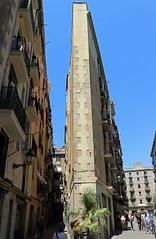 Juliol_0121 (Joanbrebo) Tags: arquitectura edificios edificis buildings canoneos80d efs1855mmf3556isstm eosd autofocus barcelona ribera