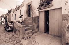 StreetDoorsStepsMexico84SanMiguelDeAllende (Zzzzt!Zzzzt!) Tags: street streetphotography mexico sanmigueldeallende door doorseries 1984