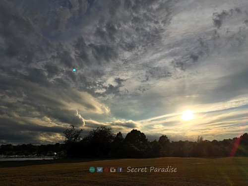 This evening take peace with you! :) #change #park #sunset #eveningsky #newengland #secretparadise #skypaint #photooftheday #photography #artwork #homedecoration #loveyourself