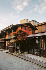 Takayama, Old House (Pikaglace) Tags: sony a7 takayama japan japon traditional architecture traditionnelle japonaise japanese maple rable crpuscule dusk bike old bicycle vlo wood bois kanji