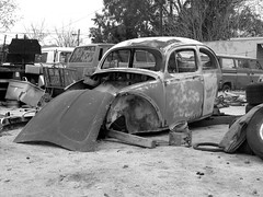 The Old Volks Home (11M) - 24 October 2016 (John Oram) Tags: vw vwbeetle volkswagen mono bw 2002p1140303m theautoclinic frenchs yuccavalley