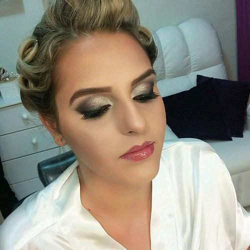 Noivas by @marcoslsoares  #maquiagem #maquiadordasestrelas #makeup #makevator #hairbrasil #hairstyle #hairstylist #cabelosecia #minashair #revistacabelos #desafiodabeleza #katvond #dailuspro #marykay #instagirl #style #noivas #weddings #noiva #casamento #