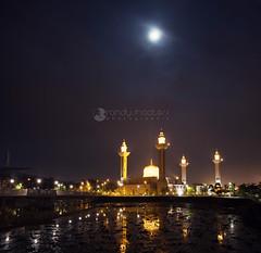 Cloudy Moon (rsmeedia) Tags: mosque masjid bukitjelutong jelutong shahalam selangor lake nikon nikond7100 d7100 sigma sigma1750mm 1750mm malaysia nikonclubmalaysia nikonflickraward