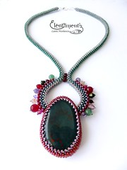 Heliotrop (LauranBeads) Tags: green red chistmas raw beadwork handmade jewelry necklace beadweaving firtree craw