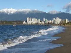 Sunny Kits (misiekmintus) Tags: kitsilano kits kitsbeach vancouver bc britishcolumbia canada pacificnorthwest beach ocean oceano sea playa ola surf snow
