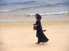 Tanzania (Zanzibar) Happy of walking barefoot in the sand (ustung) Tags: portrait woman tanzania seaside sand nikon candid barefoot zanzibar tanzanian