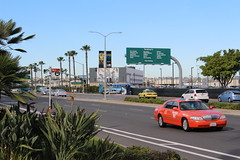 San Diego (So Cal Metro) Tags: harbor airport san sandiego cab taxi lincoln towncar streetview taxicab harbordrive lindberghfield harbordr