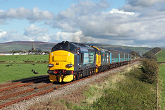 37259 + 37401 Millom 22nd September 2015 (John Eyres) Tags: get up leaving with loco front carlisle put barrowinfurness millom 1437 37259 37401 kingmoor 2c41