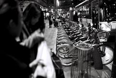 Sans titre et sans visage -  No title and no face (vidal.cuervo) Tags: blackandwhite paris argentique analogical mtroparisien parisinblackandwhite parisennoiretblanc