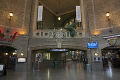 Wnętrze dworca kolejowego | Inside the train stacion