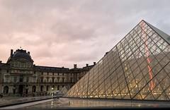 Le Louvre et sa Pyramide (twiga269  FEMEN #JeSuisCharlie) Tags: city light paris france luz frankreich downtown lumire ciudad stadt om prizs francia ville  inthecity    paname   libertegalitfraternit enville villedelumire   palika   parij  twiga269           pal   prayforparis