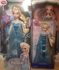 Dolls (Vizzza) Tags: disneystore elsa classicdollcollection doll singing frozen disney