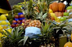 Lote de abacaxi (Ceh Akemi Fotografia) Tags: frutai azeda doce verde amarela mercado sementes caroço abacaxi coroa saopaulo brasil