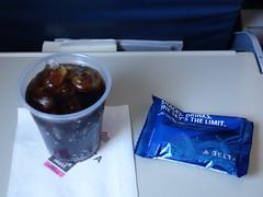 201610138 DL5119 YUL-LGA refreshment (taigatrommelchen) Tags: 20161041 flyingmeals airplane inflight meal food drink refreshment premiumeconomy dal delta asq deltaairlines dl5119 crj700 n707ev lgayul
