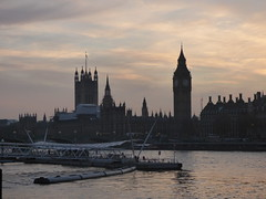 River Thames from the South Bank in London - Westminster sunset - Houses of Parliament (ell brown) Tags: southbank riverthames londonboroughoflambeth londonboroughofsouthwark bankside london greaterlondon england unitedkingdom greatbritain westminster sunset cityofwestminster victoriaembankment palaceofwestminster housesofparliament houseofcommons houseoflords bigben westminsterbridge gradeilisted gradeilistedbuilding sircharlesbarry