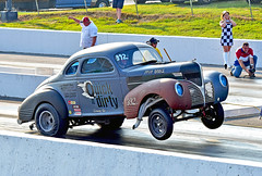 """The """"Quick-n-dirty"""" Dodge Gasser leaving hard (Thumpr455) Tags: auto car nikon automobile action union gray southcarolina september dodge hemi autoracing wheelstand dragracing wheelie gasser 392 2015 quickndirty d5500 worldcars afnikkor70200mmf28vrii southeastgassersraceatunioncountydragway"""