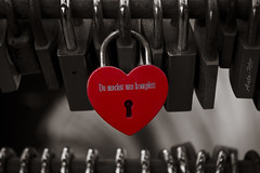 (Auto-Fokus Fotografie) Tags: red oktober love canon peace heart kit brcke schloss herz schinkel lneburg vorhngeschloss liebesschloss
