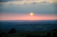 Coucher du soleil sur l'Aubrac, Aveyron, Midi-Pyrnes (lyli12) Tags: france nature landscape soleil nikon lumire ciel nuage paysage coucherdesoleil aveyron aubrac midipyrnes d7000