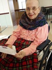 Mom, Mery - reading a letter (Tatiana12) Tags: travel mom album 2015 christmasletter lifetravel garydeb