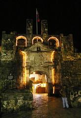 Fort San Pedro at night, Cebu City, Philippines (Darius Travel Photography) Tags: pentax philippines cebu sugbo filipinas pilipinas sebu fortsanpedro フィリピン 菲律宾 필리핀 pentaxk100dsuper филиппины filipinai себу lalawigansasugbo lalawiganngcebu