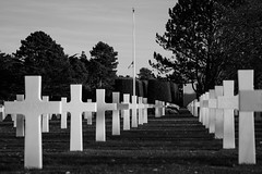 American cementary in Normandy (Kurt Braeckmans) Tags: bw white cemetery military crosses graves filter sur colleville mre nd4 collevillesurmre neutraldensity4 normandyblack