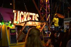 Feria Barceloneta (Sergi Vargas) Tags: feria noche gente barcelona tickets