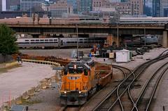 Canal St. Wye Action (Jeff Carlson_82) Tags: up unionpacific 1985 emd sd402 rebuilt sd40n canalstwye wye amtk amtrak viewliner lakeshorelimited baretable intermodal chicago il illinois train railroad railfan railway