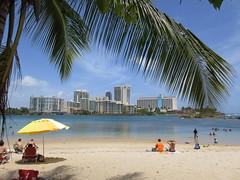 Beach on Condado shore of El Boquern, San Juan, Puerto Rico (Paul McClure DC) Tags: sanjuan puertorico caribbean july2016 scenery condado santurce puertadetierra hotel people atlanticocean