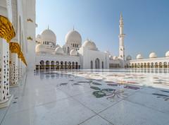Abu Dhabi - Sheikh Zayed Grand Mosque (3) (Karsten Gieselmann) Tags: 714mmf28 abudhabi architektur asien blau em5markii farbe gold hdr mzuiko microfourthirds olympus reise sakralbauten sheikhzayedgrandmosque vae weis architecture blue color golden kgiesel m43 mft travel white snshdr