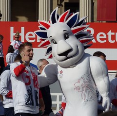 Pride the Lion, Team GB's mascot (Suede Bicycle) Tags: olympics rio rioolympics rio2016 olympicgames heroeswelcome trafalgarsquare summerolympics olympicparade paralympics rioparalympics