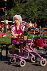 (Philip Dygeus (philipus.com)) Tags: fujivelvia100 leica90elmaritm11807 leicam6ttl netherlands nikoncoolscan9000 thehague pink elegant oldlady