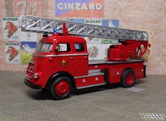 1962 DAF A1600, Yat Ming (4) (dougie.d) Tags: 143 scale diecast model plastic plasticmodel daf a1600 escape turntable ladder fireescape metz yatming welly roadsignature amsterdam dutch holland firebrigade fireservice brandweer