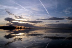 Twilight... (modestino68) Tags: tramonto sunset riflessi reflects lago lake nuvole clouds scie trails neilyoung
