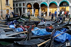 traffic jam (Luis TAPPA) Tags: gondolas venice traffic jamp nikon d300 24mm f14 nikkor