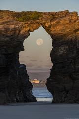 Praia Das Catedrais 7 (pepgass) Tags: luna lluna moon superluna superlluna supermoon posta puesta moonset landscape paisaje paisatge praiadascatedrais platjadelescatedrals playadelascatedrales ribadeo lugo galicia