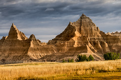 cedar pass wall (Christian Collins) Tags: badlands south dakota canon t2i ef70200mm mountain wall sedimentary stone pass slant grand sunrise amanacer montaa mal