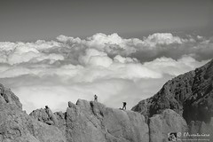 Manovre in quota (EmozionInUnClick - l'Avventuriero's photos) Tags: blackwhite nuvole bn cresta alpinista cornogrande