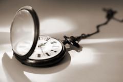 Pendant tout ce temps perdu, je me suis retrouvée (Emmanuelle2Aime2Ailes) Tags: macro monochrome tick temps heure aiguilles montre macromondays montreàgousset