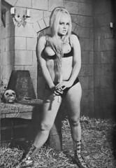 skull fille (STORMZORN) Tags: woman naked nude skeleton skull chica crane mort danse eros muerte tanz macabre tod maiden cadaver cadavre madchen squelette thanatos pouet tott dellamorte fillejeune znort femmedame mementomorinue