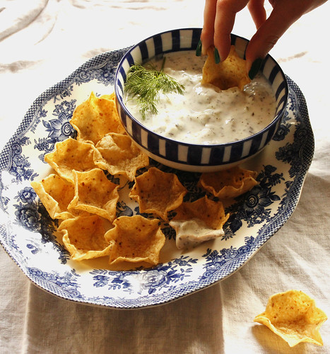 mast-o-khiar (cucumber yogurt dip) with chips