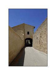 Montefalco (PG) Italia (Gig' s) Tags: fuji x20 italia scorci urbani montefalco architettura fujifilm muro wall fujix20 mono