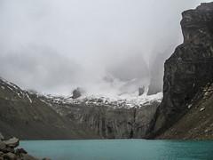 """Torres del Paine: les Torres cachées par le brouillard. Le seul endroit où il y a du brouillard, c'est ici, tout en haut... <a style=""""margin-left:10px; font-size:0.8em;"""" href=""""http://www.flickr.com/photos/127723101@N04/30110384572/"""" target=""""_blank"""">@flickr</a>"""
