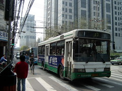 2005-04-10 Shanghai Trolleybus (beranekp) Tags: china shanghai trolley trolleybus trolejbus trolebus obus filobus tradbus