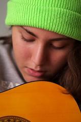 Alice e la chitarra! ... Alice and the guitar! (Marco_964) Tags: portrait ritratto cappello verde chitarra guitar pentax green