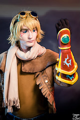 Ezreal. (Bart) Tags: canonef70200mmf4lisusm ef70200mmf4lisusm 70200mm f4l is usm f4 l toulouse game show tgs toulousegameshow cosplay cosplayer cosplayeuse 5dmark2 5d mark2 5dmarkii canon eos cleavage sexy skirt dress pantyhose princess legs charming cute pinup beauty woman girl women costumade comics comic books comicbook modele model bokeh costume boobs breast ezreal leagueoflegends league legends