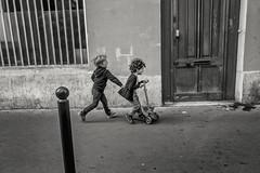 * (Christophe.Frossard) Tags: leica summilux streetphotography street schwarzweis 28mm mirrorless mattanga paris kids blackandwhite blancoynegro bw fullframe joy