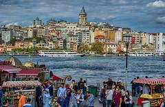 Estambul... (Leo ) Tags: mar gente urbana ciudad estambul turqua