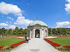 Hofgarten - Munich (Stauromel) Tags: munich hofgarten alemania baviera bayern jardines gardens rotonda clouds alquimiadigital stauromel skyline street canon1dmarkii melilla renacentista diana