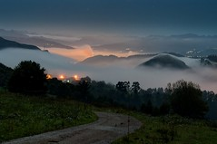 Mar de nubes nocturno (ccc.39) Tags: asturias oviedo noche nocturna lasgaexposicin longexposure niebla nubes mardenubes luces night