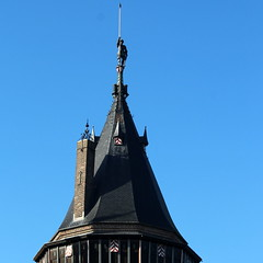 The Knight on the Tower (Davydutchy) Tags: haarzuilens dehaar huystehaer kasteel castle burg burcht schloss schlos zamek baron etiennevanzuylenvannijevelt etienne zuylen nijevelt barones baroness hlnederothschild hlne rothschild pierre cuypers toren tower turm tour ridder knight ritter october 2016